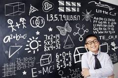 Bambino e formula di matematica Immagine Stock