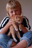 Bambino e gattino Fotografia Stock Libera da Diritti