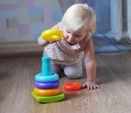 Bambino e giocattoli Fotografia Stock Libera da Diritti