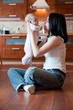 Bambino e madre immagine stock libera da diritti