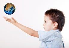 Bambino e mondo fotografia stock