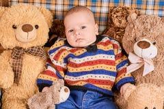 Bambino e orsacchiotti Immagini Stock