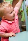 Bambino e presidenza Fotografie Stock Libere da Diritti