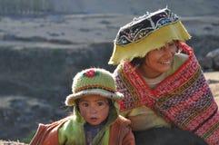 Bambino e ragazza dal Perù Fotografia Stock