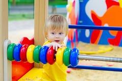 Bambino e struttura di conteggio fotografia stock libera da diritti