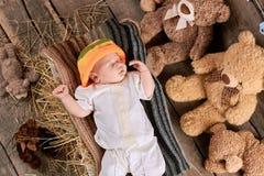 Bambino e teddybears addormentati Fotografia Stock
