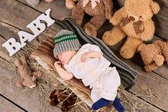 Bambino e teddybears addormentati Fotografie Stock