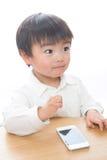 Bambino e telefono astuto Fotografia Stock Libera da Diritti