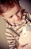 Bambino e torta, buon compleanno Fotografie Stock Libere da Diritti