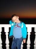 Bambino e tramonto di un sole Fotografie Stock Libere da Diritti