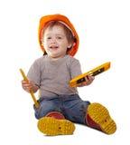 Bambino in elmetto protettivo con gli strumenti sopra bianco Immagine Stock