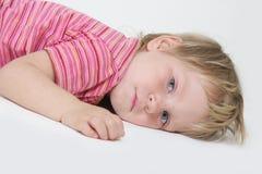 Bambino faticoso sopra bianco Immagini Stock