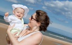 Bambino felice alla spiaggia. Fotografia Stock Libera da Diritti