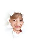 Bambino felice che sorride in foro di carta violento isolato Fotografia Stock