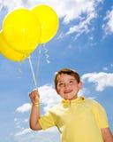 Bambino felice con gli aerostati Fotografia Stock Libera da Diritti