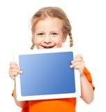 Bambino felice con la compressa fotografia stock
