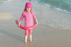 Bambino felice con protezione del sole Fotografia Stock