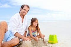 Bambino felice del castello della sabbia Fotografie Stock Libere da Diritti