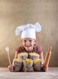 Bambino felice del cuoco unico con l'assortimento della pasta Fotografie Stock Libere da Diritti