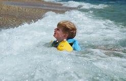 Bambino felice nell'acqua di mare Immagine Stock Libera da Diritti