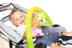 Bambino felice in passeggiatore Fotografia Stock