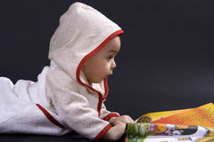 Bambino felice su tempo di storia Fotografia Stock