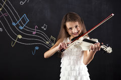 Bambino femminile che gioca il violino Fotografia Stock Libera da Diritti