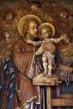 Bambino Gesù della tenuta di Saint Joseph Fotografie Stock Libere da Diritti