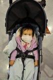 Bambino giapponese con la maschera di protezione Fotografia Stock Libera da Diritti