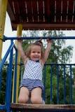 Bambino, giocante, campo da giuoco di infanzia all'aperto Fotografia Stock Libera da Diritti