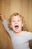 Bambino gridante. fotografie stock