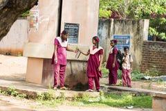 Bambino indiano bello pronto ad andare a scuola Immagine Stock