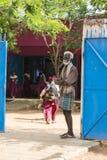 Bambino indiano bello pronto ad andare a scuola Immagini Stock