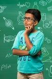 Bambino indiano nel pensiero dell'aula Immagini Stock Libere da Diritti
