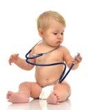 Bambino infantile del bambino del bambino che si siede con lo stetoscopio medico per la p fotografia stock libera da diritti