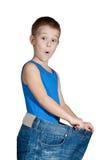 Bambino in jeans troppo grandi Immagine Stock Libera da Diritti