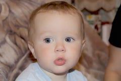 Bambino mangiante sveglio 1 anno Fotografie Stock