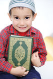 Bambino musulmano con Koran santo fotografie stock