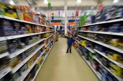 Bambino in negozio Fotografia Stock Libera da Diritti