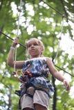 Bambino nel parco di avventura Fotografia Stock Libera da Diritti