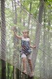Bambino nel parco di avventura Immagini Stock Libere da Diritti