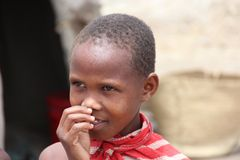 Bambino nel suo villaggio Immagini Stock