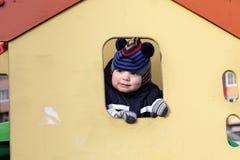 Bambino nella casa del giocattolo Fotografia Stock Libera da Diritti
