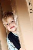 Bambino nella casella Fotografie Stock Libere da Diritti