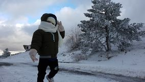 Bambino nella neve fotografie stock