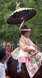 Bambino nella processione di festival Immagine Stock