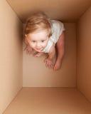 Bambino nella scatola Fotografie Stock Libere da Diritti