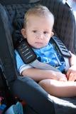 Bambino nella sede di automobile fotografie stock libere da diritti