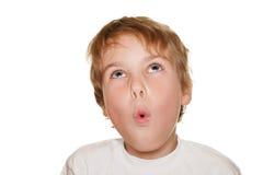 Bambino nello studio bianco di fotographia, stupefazione Fotografia Stock