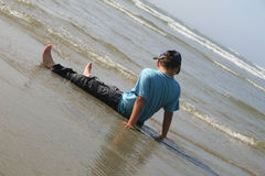 Bambino in oceano Fotografie Stock